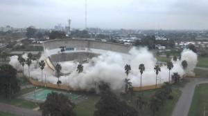 La dura realidad: implosión del cilindro después del incendio y el abandono del gobierno frenteamplista de Montevideo.