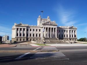 Tres ministros convocados al Parlamento en febrero