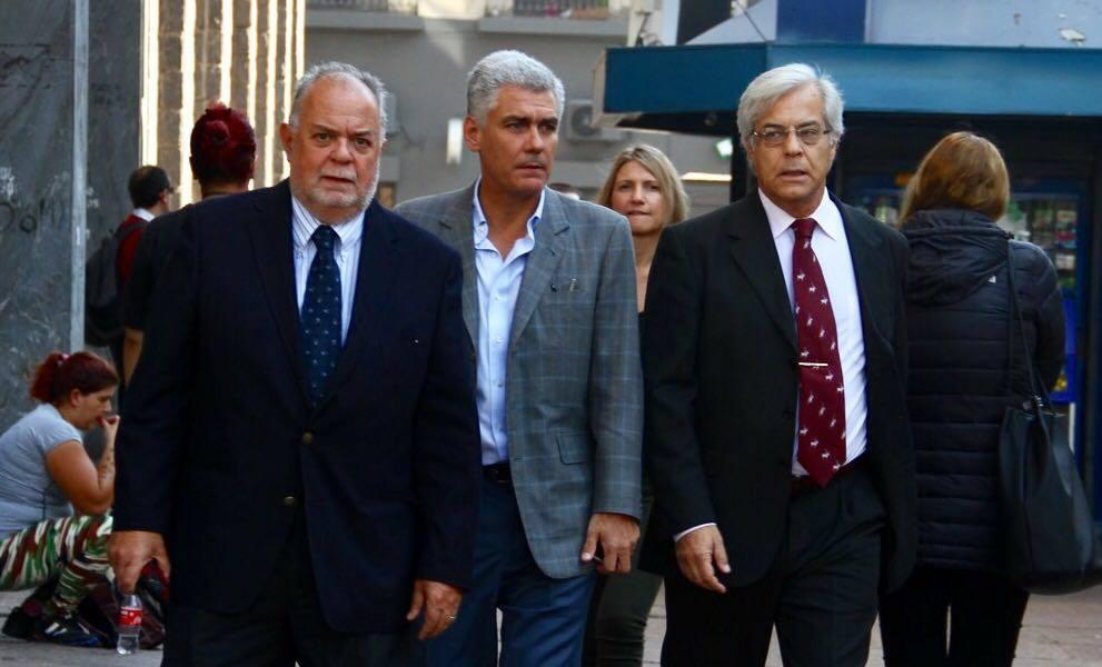 Diputados Jaime Trobo, Rodrigo Goñi y Gonzalo Mujica entrando al Juzgado.