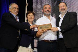 Con la presencia de Jorge Larrañaga, se lanzó el movimiento nacional Por La Patria, liderado por Jorge Gandini, Omar Lafluf, Edmundo Roselli y Carlos Mazzulo. También estuvo presente Silvia Fereira.