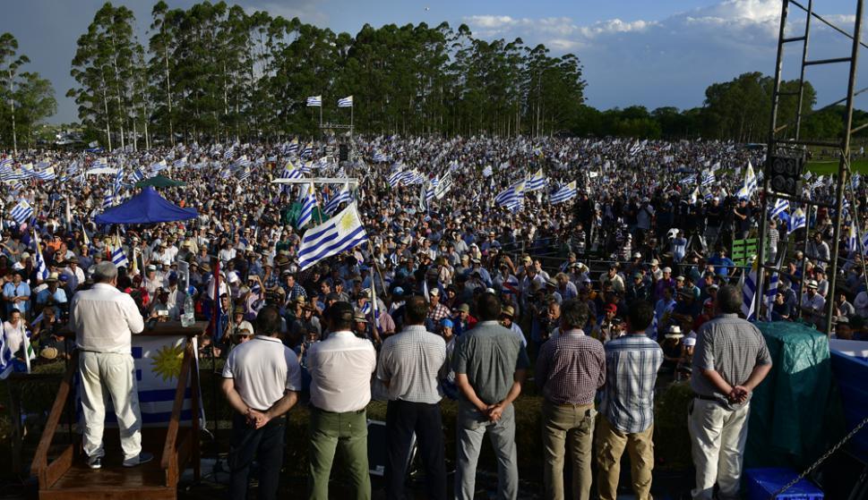 Muchos quedaron trancados en sobre la Ruta 5 y en los accesos a Durazno y no pudieron asistir al acto. Foto: Fernando Ponzetto