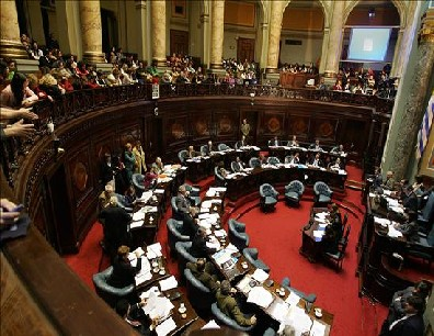 La votación se produjo entre quejas de la oposición por el elevado déficit fiscal y el reclamo de medidas más profundas que las actuales para el sector. El texto pasa ahora a Diputados.
